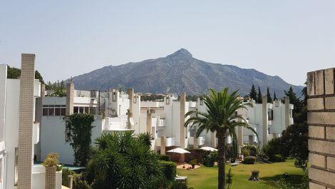 3 bedroom Penthouse for sale in Las Brisas – R3464461 in