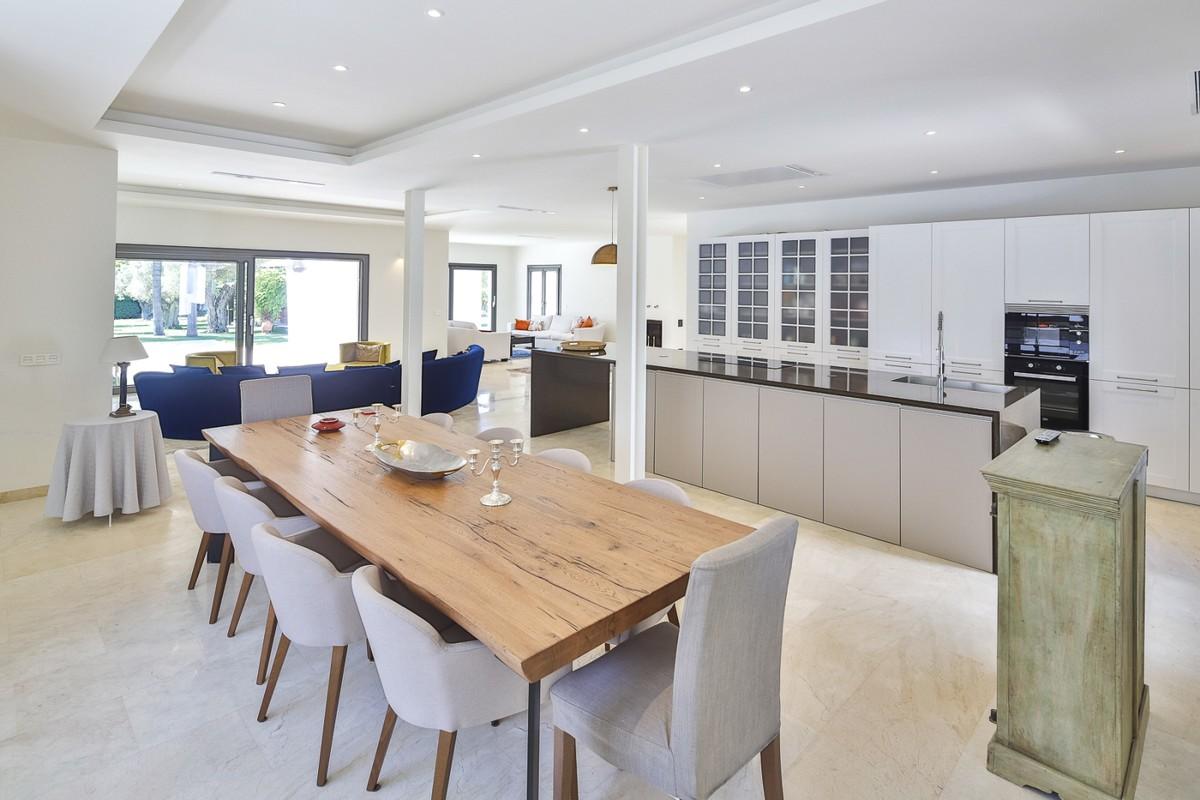 8 bedroom Villa for sale in Sotogrande Costa – R3380785