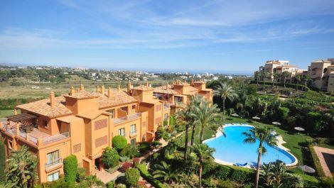 Apartamento de 2 dormitorios en venta en Estepona – R3117991