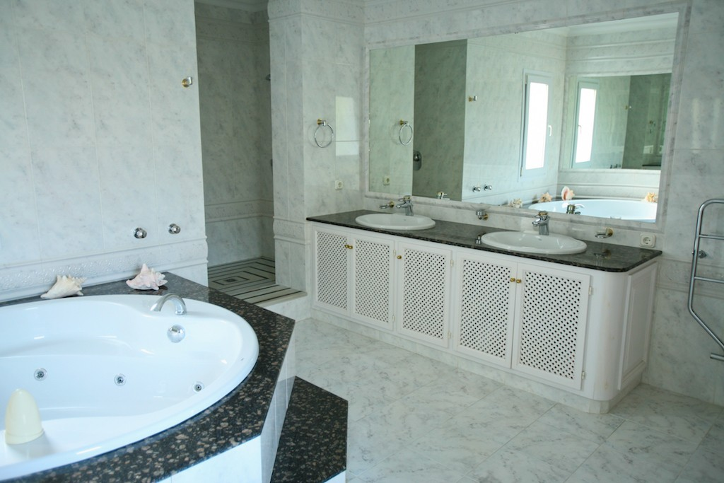 4 bedroom Villa for sale in Sotogrande – R3065128
