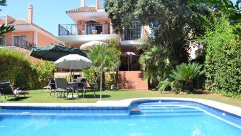 Villa de 5 dormitorios en venta en Elviria – R3252091 en