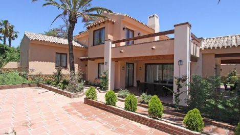 Villa de 5 dormitorios en venta en Las Chapas – R3281182 en
