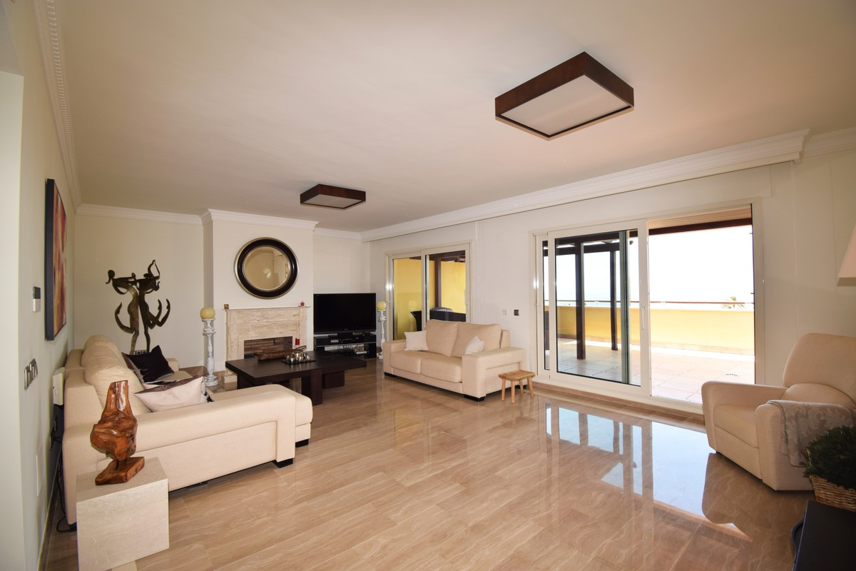 3 bedroom Penthouse for sale in Sierra Blanca – R3449389