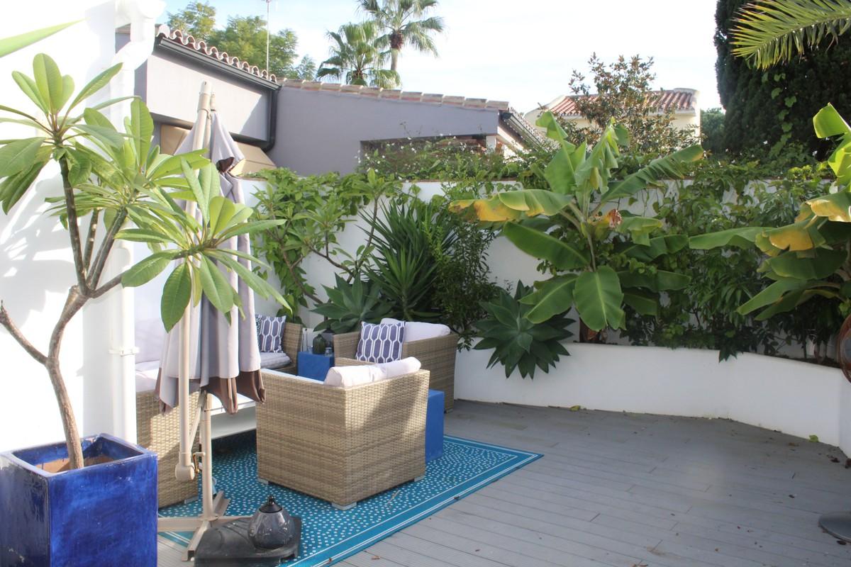 2 bedroom Villa for sale in Marbesa – R3326017
