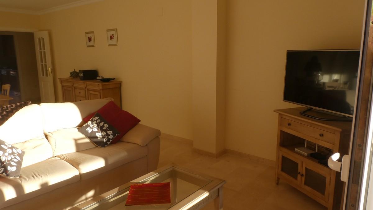 2 bedroom Apartment for sale in Elviria – R3553252