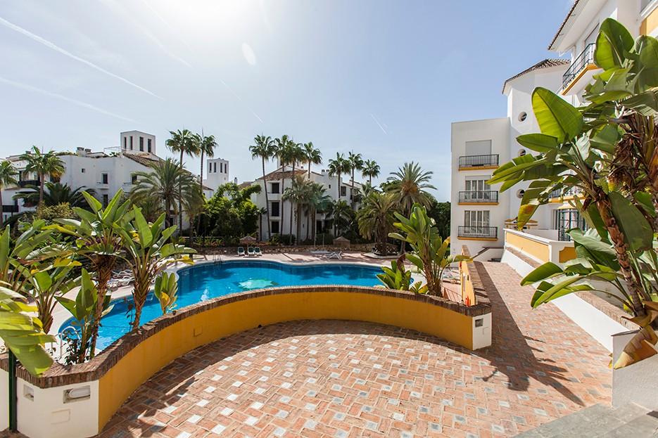2 bedroom Apartment for sale in Elviria – R3070381