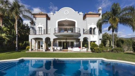 Villa de 5 dormitorios en venta en La Quinta – R3123784