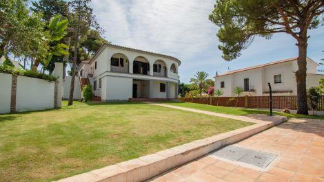 Villa de 6 dormitorios en venta en Los Monteros – R3471796 en