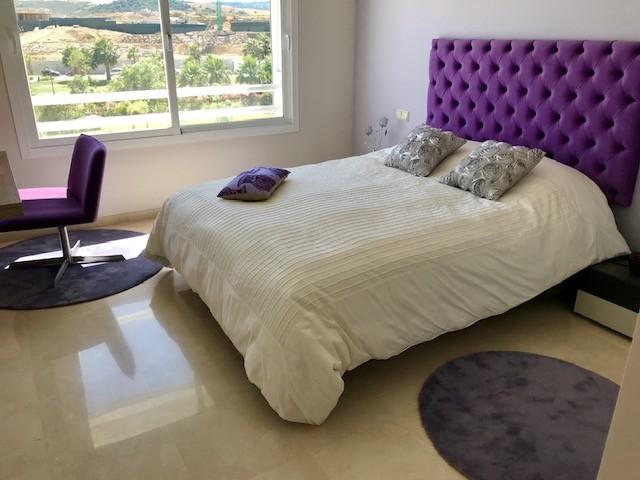 Apartamento de 2 dormitorios en venta en Estepona – R3204844