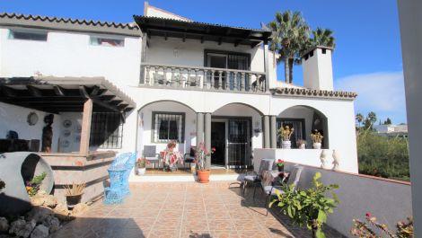 Villa de 3 dormitorios en venta en Elviria – R3568846