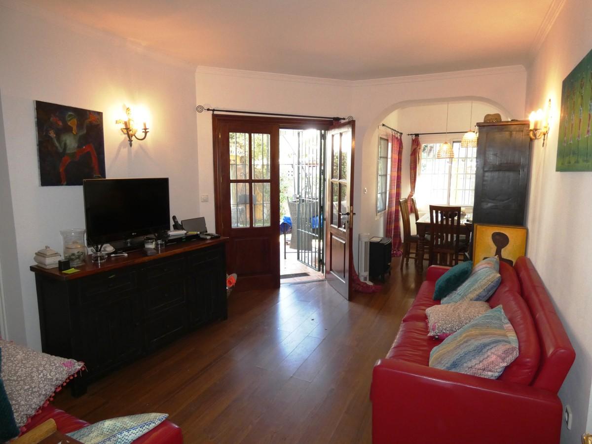 2 bedroom Villa for sale in San Pedro de Alcántara – R3596900