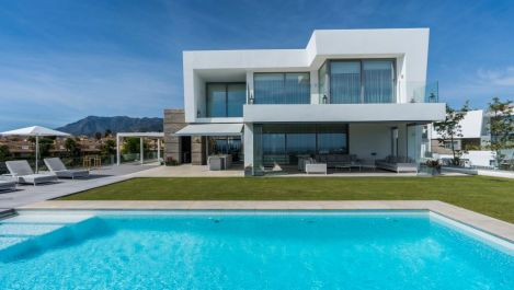 Contemporary style villa in Santa Clara in