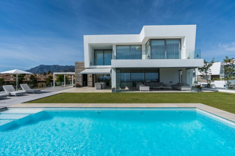 Contemporary style villa in Santa Clara
