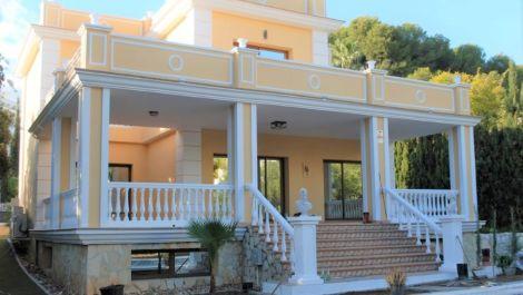 4 bedroom Villa for sale in Las Chapas – R3550120 in