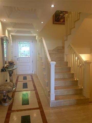 5 bedroom Townhouse for sale in Sierra Blanca – R2566214