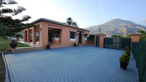 2 bedroom Villa for sale in Estepona – R3012671