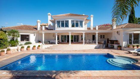 4 bedroom Villa for sale in Elviria – R3287173