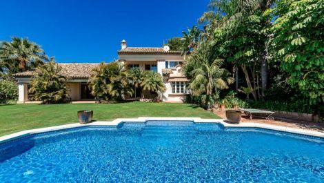 4 bedroom Villa for sale in Sierra Blanca – R3463549