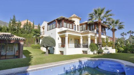 5 bedroom Villa for sale in Sierra Blanca – R2399534
