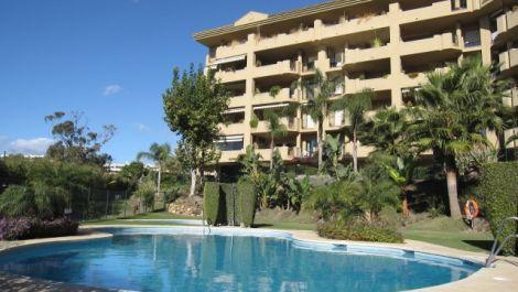 Atico de 3 dormitorios en venta en Guadalmina Alta – R3188356 en