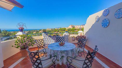2 bedroom Penthouse for sale in Elviria – R3425056 in