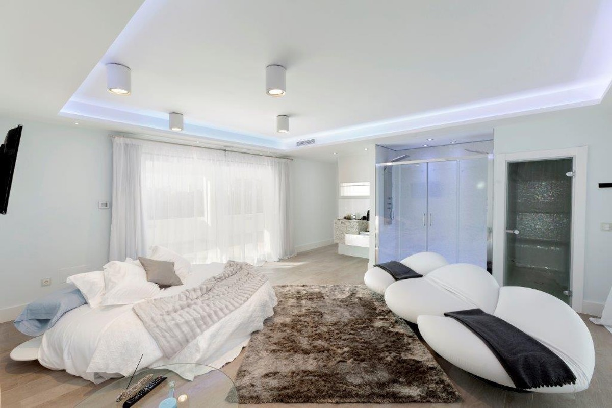 6 bedroom Villa for sale in Sierra Blanca – R2344298