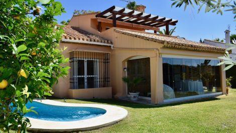 5 bedroom Villa for sale in Elviria – R3453994