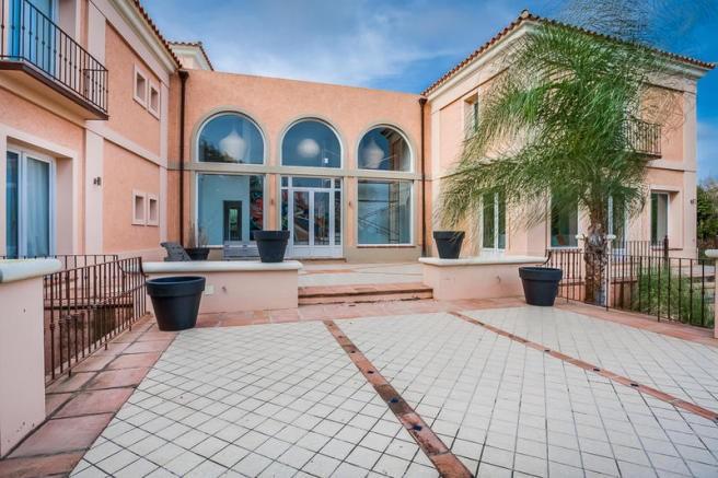 6 bedroom Villa for sale in Sotogrande Alto – R3176920