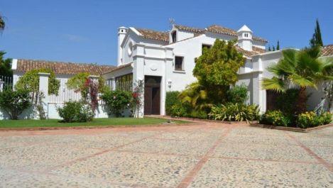 Villa de 6 dormitorios en venta en Guadalmina Baja – R358789