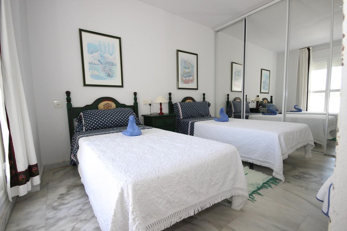 Atico de 3 dormitorios en venta en Elviria – R3208405