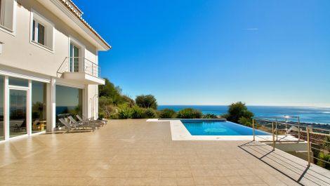 Villa de 5 dormitorios en venta en Marbella – R3296908 en