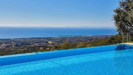 Villa de 6 dormitorios en venta en La Mairena – R3095488