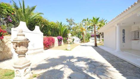 Villa de 9 dormitorios en venta en Nueva Andalucía – R2874104