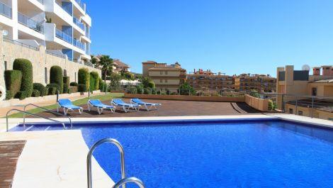 Apartamento de 3 dormitorios en venta en Calahonda – R3313849