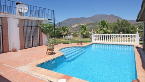 2 bedroom Villa for sale in Estepona – R895281 in