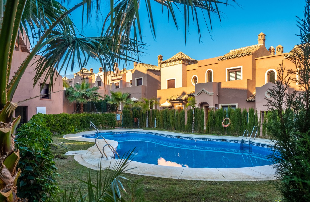 3 bedroom Townhouse for sale in Estepona – R3323935