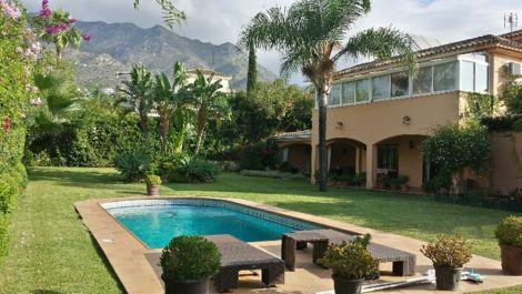 Villa de 6 dormitorios en venta en Milla de Oro – R2291351 en