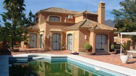 3 bedroom Finca for sale in Estepona – R182894