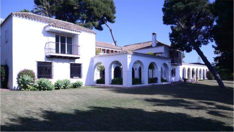 Villa de 7 dormitorios en venta en Los Monteros – R3534244 en