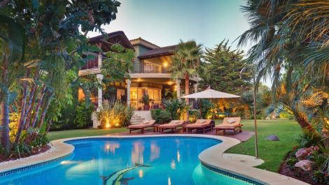 6 bedroom Villa for sale in Sierra Blanca – R2974103