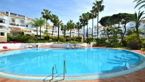 2 bedroom Apartment for sale in Elviria – R3400690