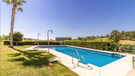 Adosado de 4 dormitorios en venta en Estepona – R3502687