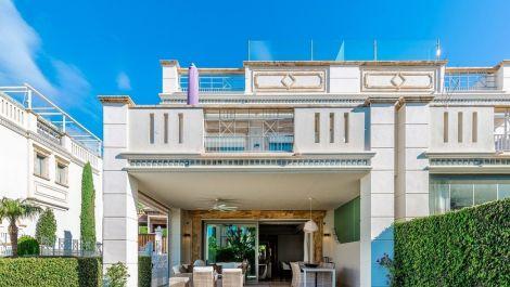 5 bedroom Townhouse for sale in Sierra Blanca – R3548422
