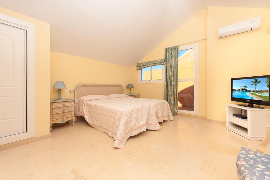 2 bedroom Penthouse for sale in Elviria – R3118321