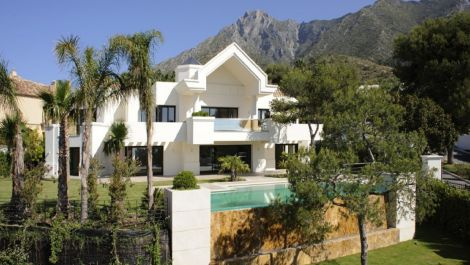 6 bedroom Villa for sale in Sierra Blanca – R3341716