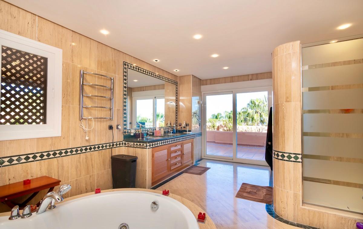 3 bedroom Penthouse for sale in Sierra Blanca – R3411652