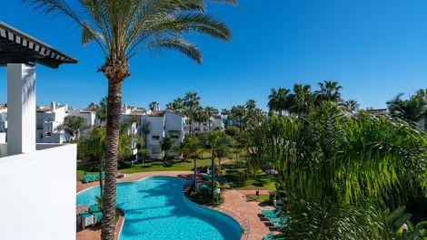 Atico de 2 dormitorios en venta en Estepona – R3401560