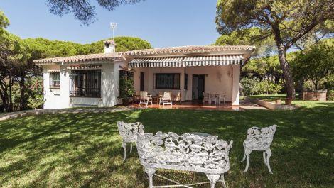 Villa de 2 dormitorios en venta en Elviria – R3230908 en