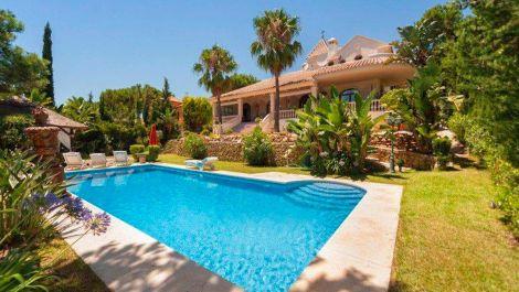 Villa de 6 dormitorios en venta en Hacienda Las Chapas – R3000380 en