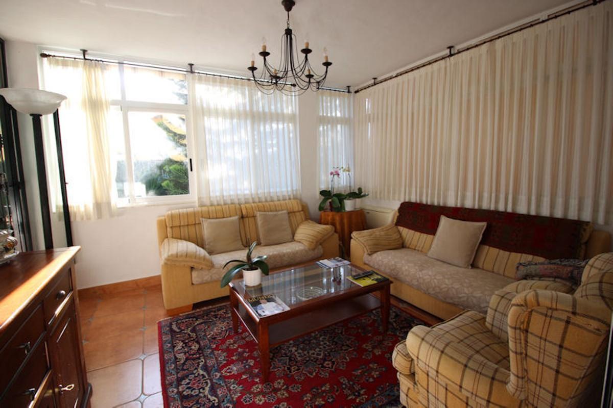 Villa de 5 dormitorios en venta en Las Chapas – R2590901
